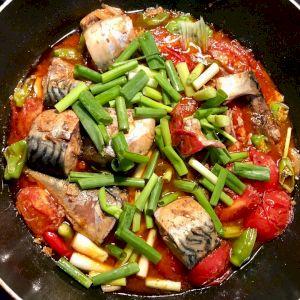 Cá nục kho cà chua